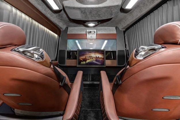 Mercedes Sprinter je vybavený televízorom s uhlopriečkou 32 palcov