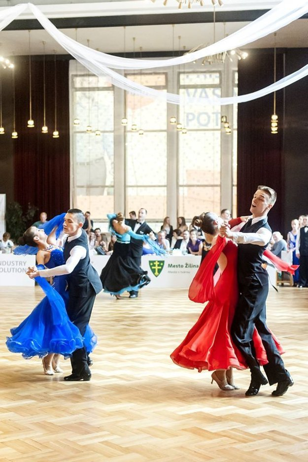 Páry TŠK TOP DANCE Žilina, Paprčiak - Badíková a Buček - Valíková.