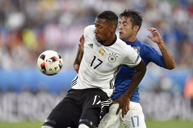 Jérôme Boateng (vľavo) v súboji s Ederom.