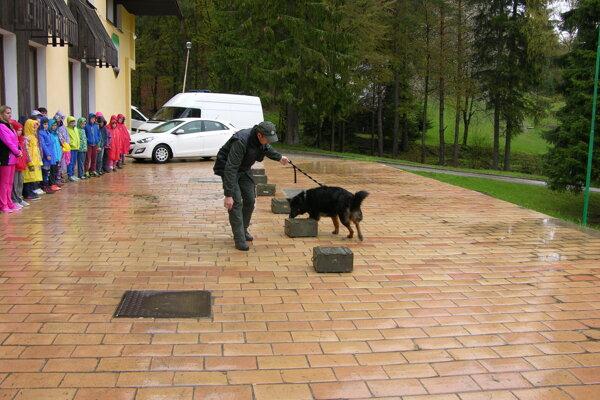 Najväčší záujem prejavili deti o služobného psa Huga.