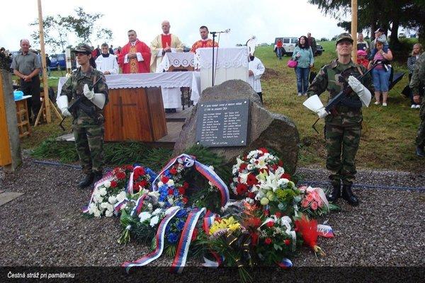 Na mieste leteckej tragédie dnes stojí pamätník.
