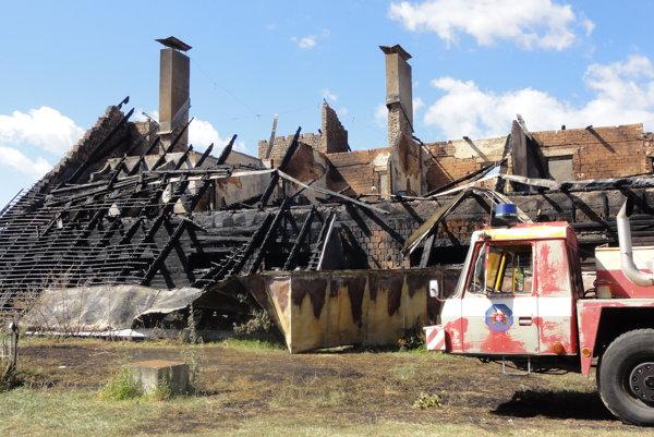 Stredoslovenská koliba vyhorela do tla.