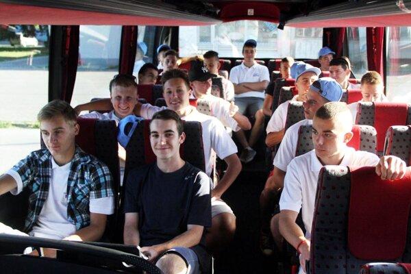 Chlapci z okresov Nitra, Zlaté Moravce a Šaľa vyrazili do Poľska za futbalovými zážitkami. ObFZ Nitra organizuje takýto výjazd po prvýkrát.