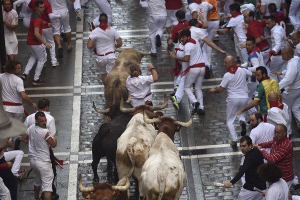 Aj tradičný beh pred býkmi láka do Španielska množstvo turistov.