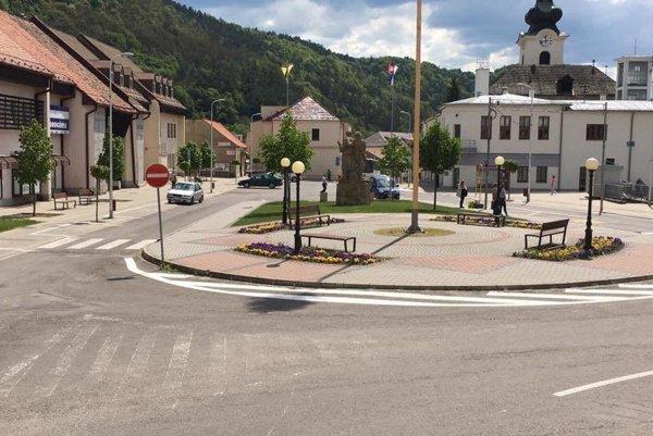 Podnikatelia spísali petíciu, v ktorej žiadajú platené parkovanie v centre mesta zrušiť.