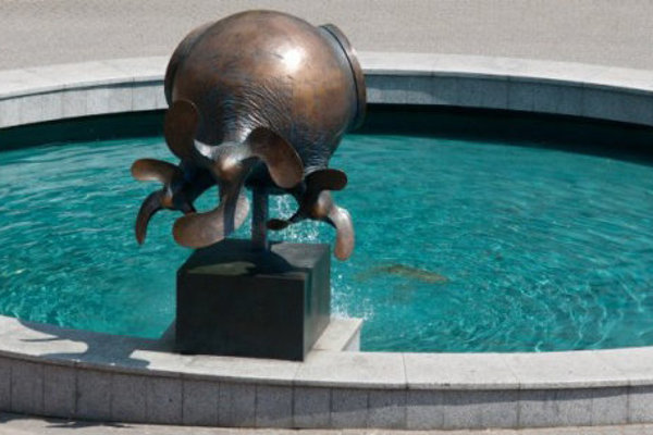 Toto je minulosť, v súčasnosti je fontána bez vody.