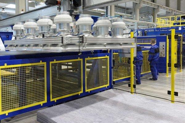 V priemyselnom parku Nitra – Sever pribudol koncom minulého týždňa nový investor. Svoju fabriku tam vybudovala firma Quadrant Plastic Composites, ktorá vyrába ľahké termoplastické kompozitné materiály pre automobilový priemysel.