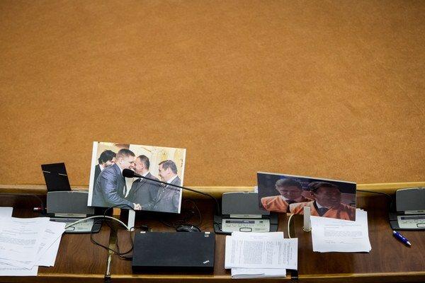Lavice poslancov počas rokovania NR SR o Váhostave.