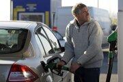 Motoristi by mohli čoskoro tankovať opäť lacnejšie, ako v posledných týždňoch.