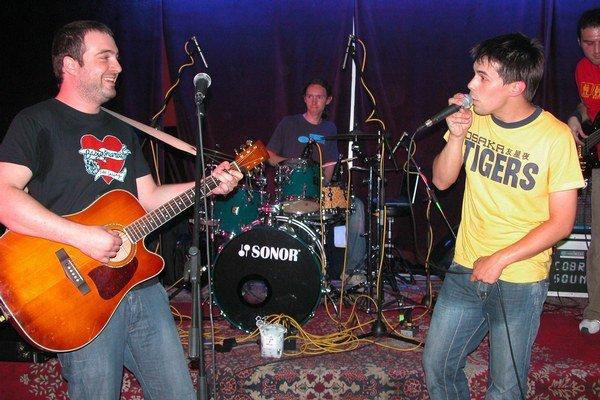 Ivan Tásler sa stal kmotrom debutového albumu Adama Ďuricu (vpravo) v roku 2006.