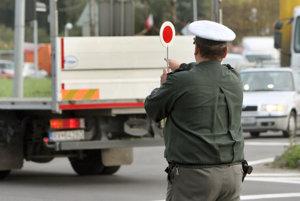 Policajtov treba na cestách v žiarskom regióne čakať v stredu aj v piatok.
