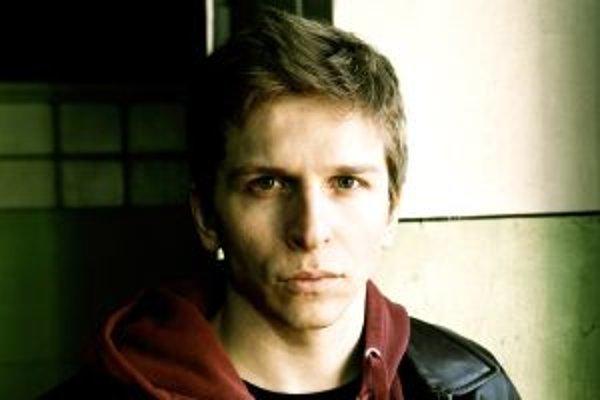 Ján Spišák (32) je lídrom kapely Dilemma. Pochádza z Košíc.