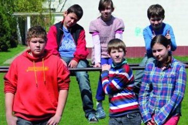 Zľava hore: Dominik (12), Katka (11), Samko K. (11)Zľava dole: Samko O. (12), Damián (11), Janka (12)