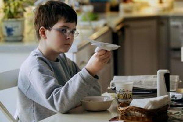 S osamostatňovaním treba začať postupne, aby dieťa samotou netrpelo.