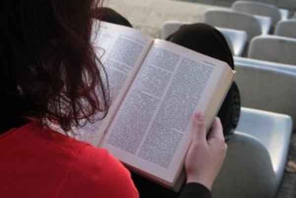 Stredoškoláci si chcú v zahraničí najčastejšie zdokonaliť angličtinu, najmenší záujem je o ruštinu.