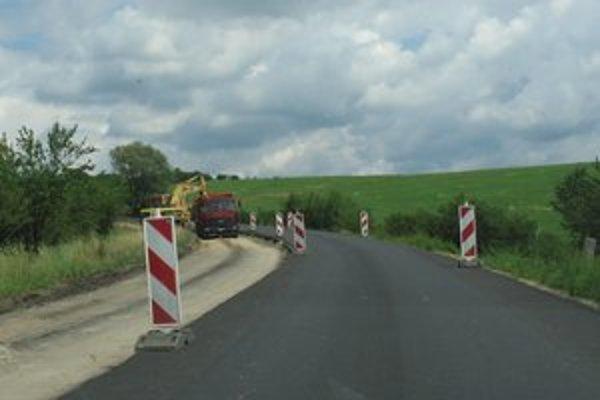 Časť úseku cesty pri Domaši už opravili pred niekoľkými rokmi, teraz obnovia celý úsek od Holčíkoviec po Sedliská.
