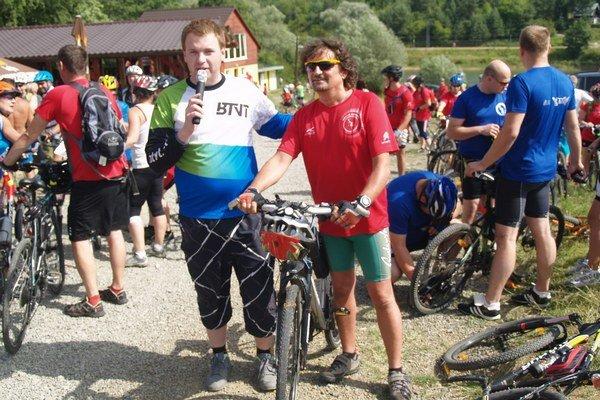 Organizátori. Zľava Martin Palenčík, vpravo zakladateľ cyklotúry Martin Pipa.