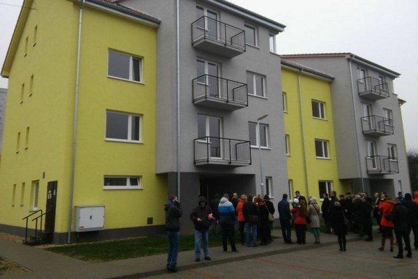 Na snímke nový bytový dom na Sídlisku Lúčna vo Vranove nad Topľou.