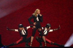 Speváčka Madonna počas vystúpenia