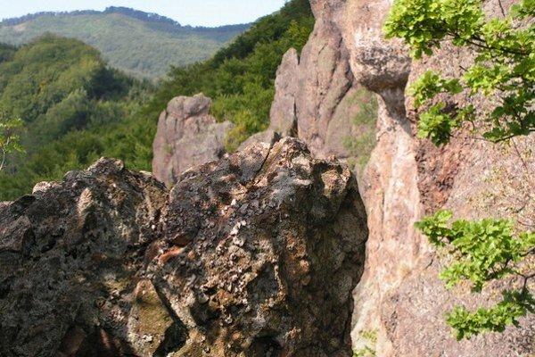 Hermanovské skaly, časť s názvom Sokolie skaly.