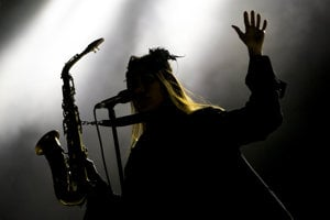PJ Harvey počas vystúpenia na 20. ročníku festivalu Pohoda.