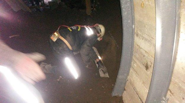 Práce v tuneli.