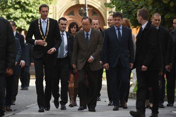 Generálny tajomník OSN Pan Ki-mun s ministrom zahraničných vecí Miroslavom Lajčákom.