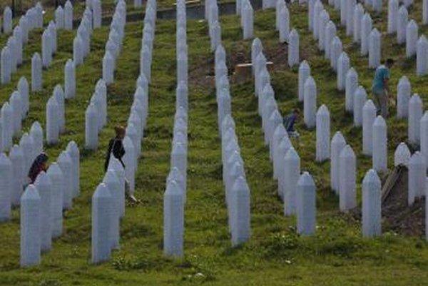 Cintorín, kde sú pochované obete srebrenickej masakry.