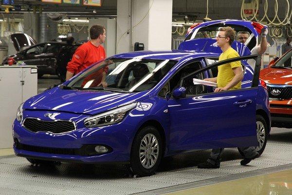V žilinskom závode Kia Motors pracuje zhruba 3800 ľudí.