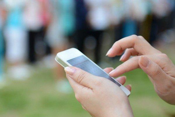 Aplikácia sa dá ovládať cez smartfón alebo počítač.