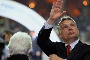 Maďarský premiér Viktor Orbán hovorí, že je s úniou, no dáva to najavo zvláštne.