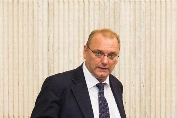 Ľubomír Vážny má vo vláde na starosti veľké investície.