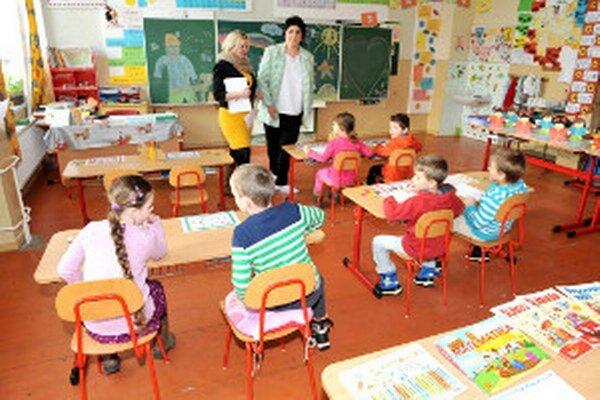 V prievidzských školách prvákov v budúcnosti príliš pribúdať nebude.