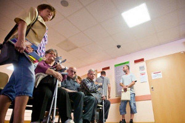 Po schválení novely zákona sa čakárne u lekárov zrejme viac zaplnia.