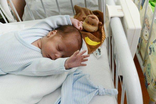 Nemocnice budú musieť nahlasovať novorodencov, aby sa nestratili v systéme.