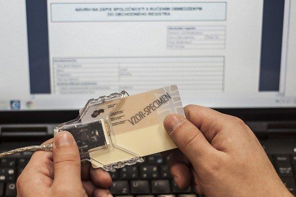 Na úradné vybavovačky cez web potrebujete e-občiansky, čítačku a digitálny podpis.