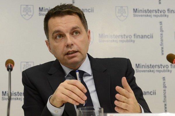 Minister financií Peter Kažimír (Smer) by rád zverejňoval, ako platia dane konkrétne firmy.