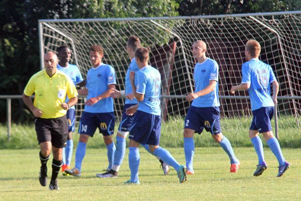 Futbalisti FC Nitra nešetrili tretoligové Nové Zámky a porazili ich 10:0.