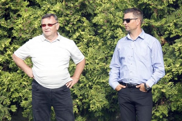 Martin Ondrejka (vpravo) potvrdil rozkmotrenie so Slovincom Dušanom Duričom. Vľavo Karol Škula, ktorý už bude v klube menej aktívny.
