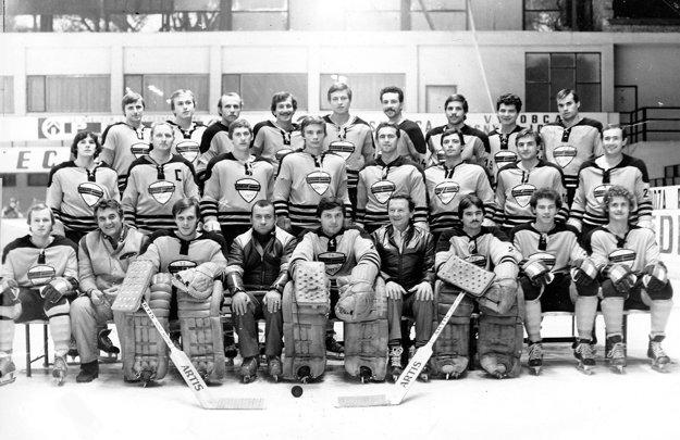 Mužstvo Plastiky Nitra 1979/80, trénermi boli Černický aJuhari.