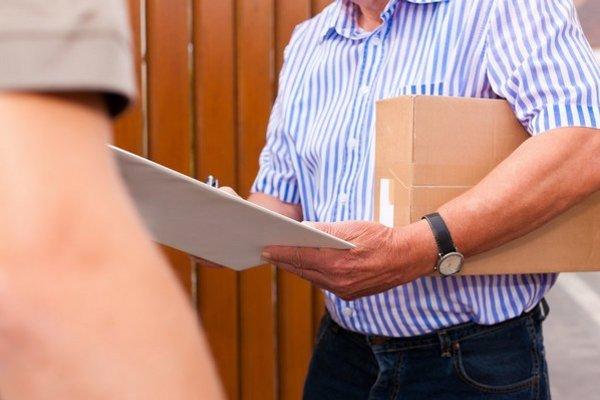 Internetový obchod by mal pri vrátení tovaru uhradiť len poštovné za najlacnejší variant dopravy, aký ponúka.