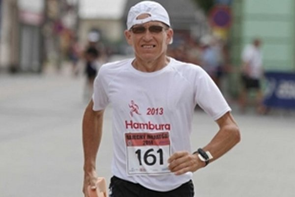 Bežec – rekordér. Miroslav Kriško zabehol za rok 100 maratónov.