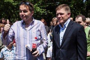 Minister financií a premiér počas dňa otvorených dverí na Úrade vlády.