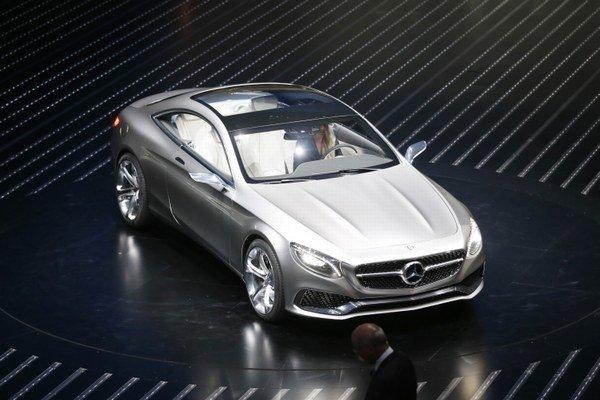 Kupé Mercedes S-Class je prvý plug-in hybridný model vyššej triedy na svete.