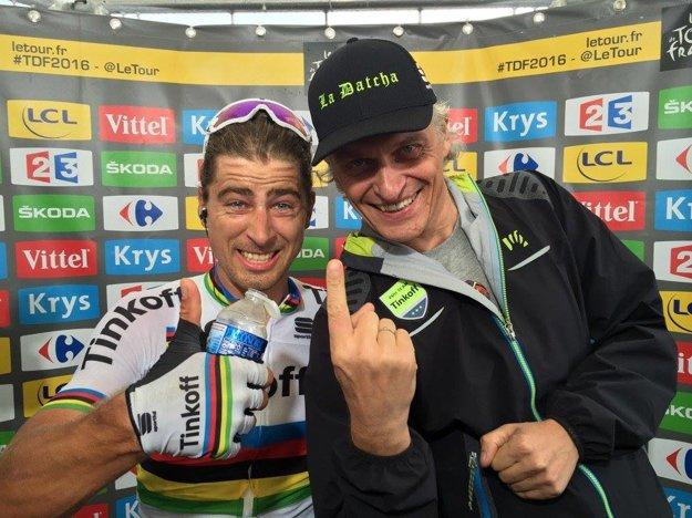 Oleg Tiňkov (vpravo) tvrdí, že v novom tíme dostane Peter Sagan viac peňazí, ako mu dával on.