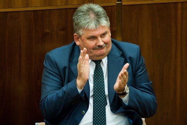 Minister práce Ján Richter zo Smeru.
