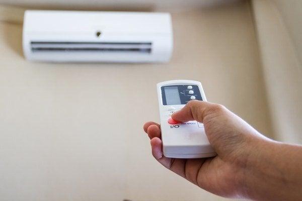 Dohodnúť sa s kolegami na vhodnej teplote v miestnosti niekedy nie je jednoduché.
