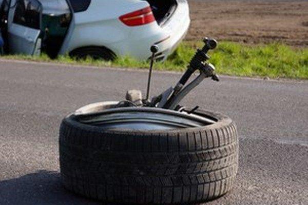Nehody niekedy majitelia áut len narafičia alebo prifarbia.