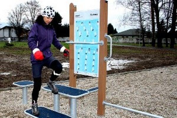 V Prievidzi je možné pod holým nebom cvičiť aj v mestskom parku.