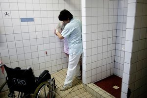Vyjsť zo sprchovacieho kúta je pre niektorých pacientov problém.